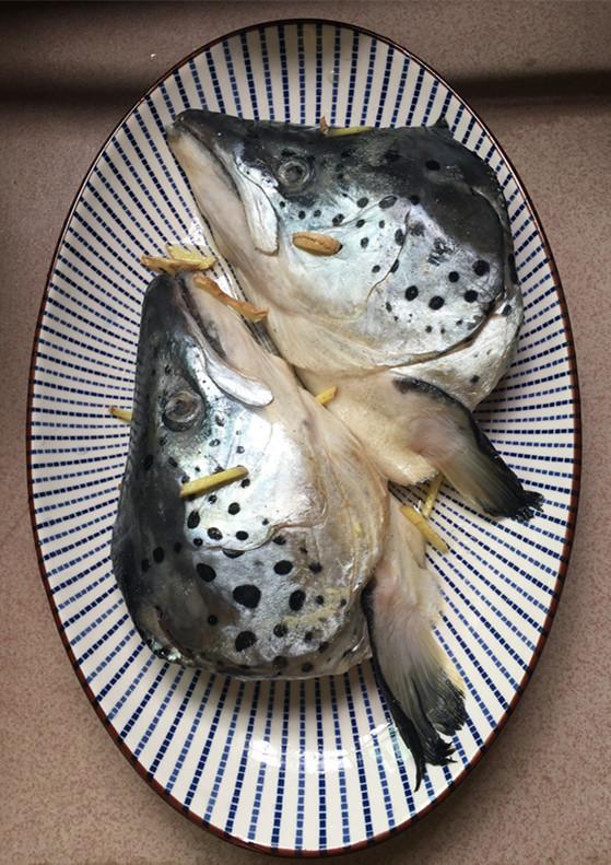 红酸汤三文鱼头鸭血煲的做法图解