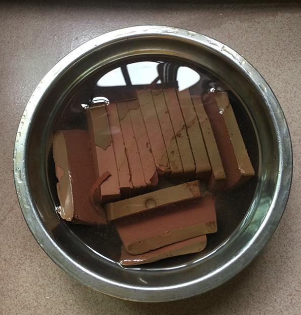 红酸汤三文鱼头鸭血煲的家常做法