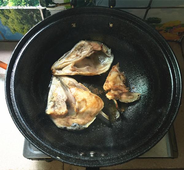 红酸汤三文鱼头鸭血煲怎么做
