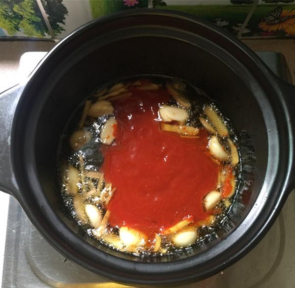 红酸汤三文鱼头鸭血煲怎么煮