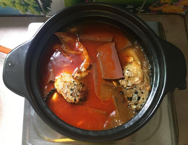 红酸汤三文鱼头鸭血煲怎样做