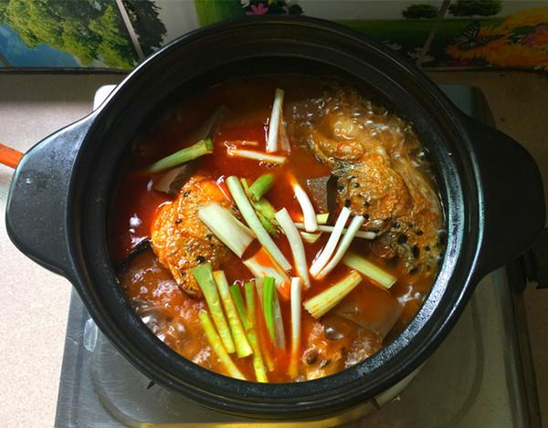 红酸汤三文鱼头鸭血煲怎样煮