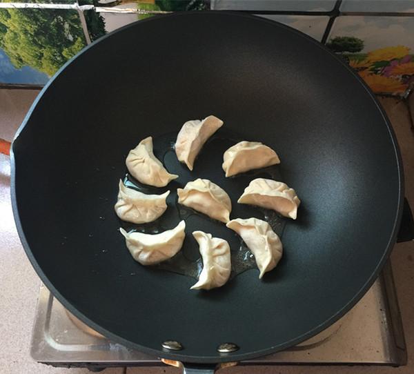 酸菜猪肉煎饺的制作