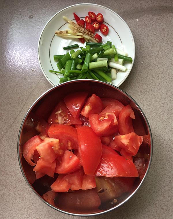 酸汤金针菇肥牛卷的简单做法