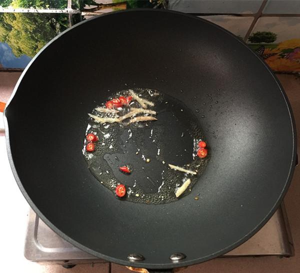 酸汤金针菇肥牛卷怎么做