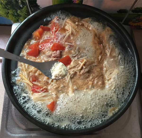 酸汤金针菇肥牛卷怎样煮