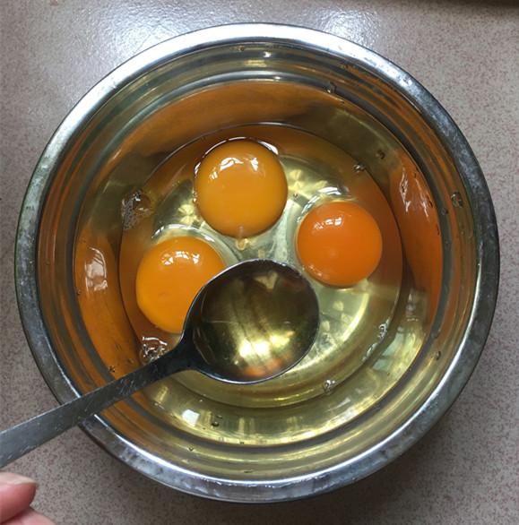 银鱼煎蛋怎么吃