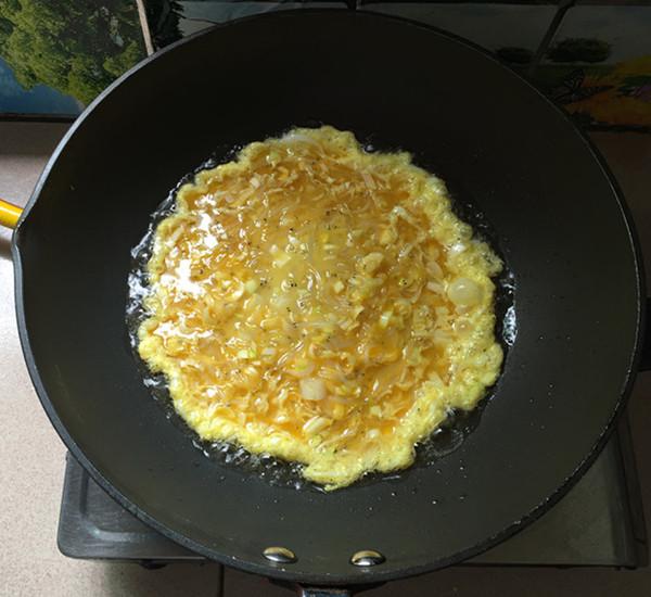 银鱼煎蛋怎样煸
