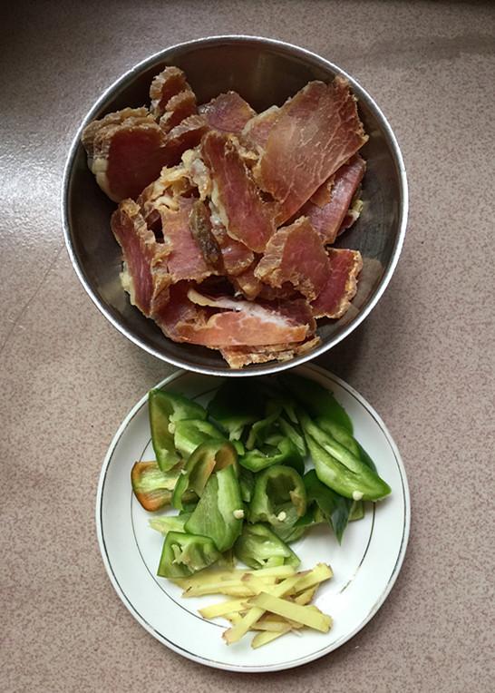 腊肉炒土豆片的家常做法