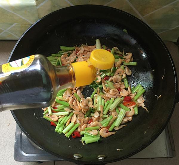 芹菜干煸虾怎样做