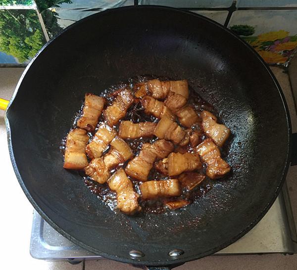 油豆角焖烧五花肉怎么煸