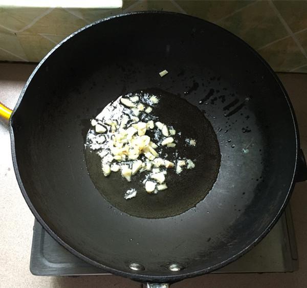 泡椒藕带炒卤口条的步骤