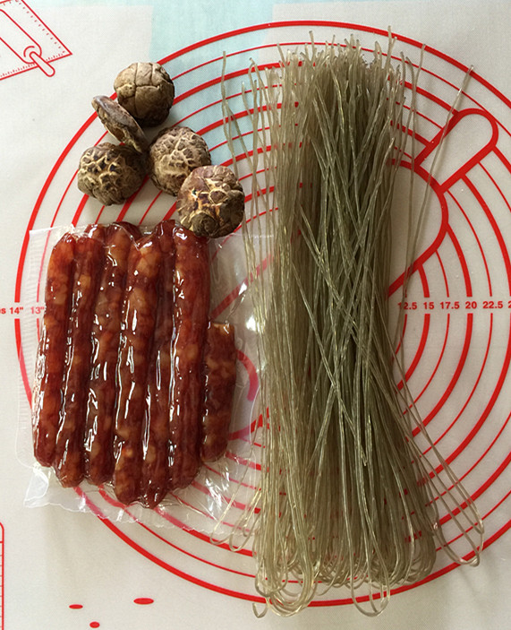 小白菜粉条腊肠包#早餐#怎么吃