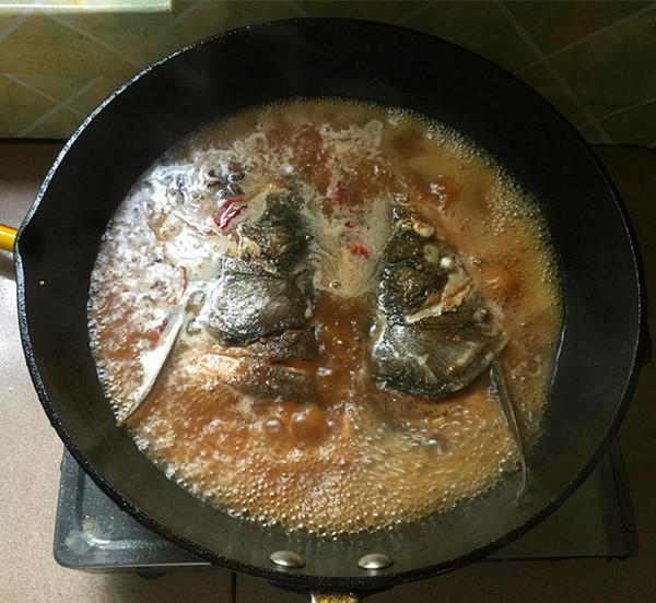辣白菜粉条炖鱼头怎样煮