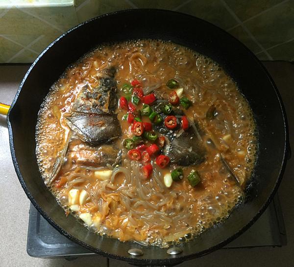 辣白菜粉条炖鱼头的做法大全