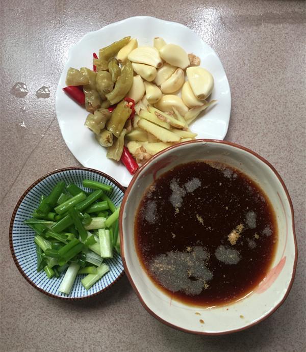 泡椒酸汤豆腐煮鱼怎么做