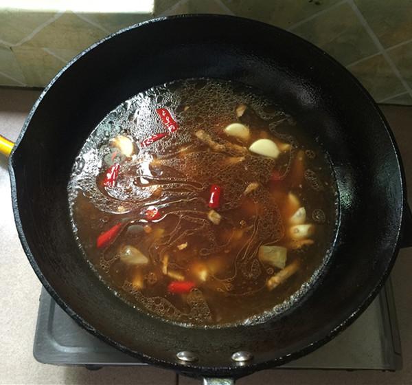 泡椒酸汤豆腐煮鱼怎么煸