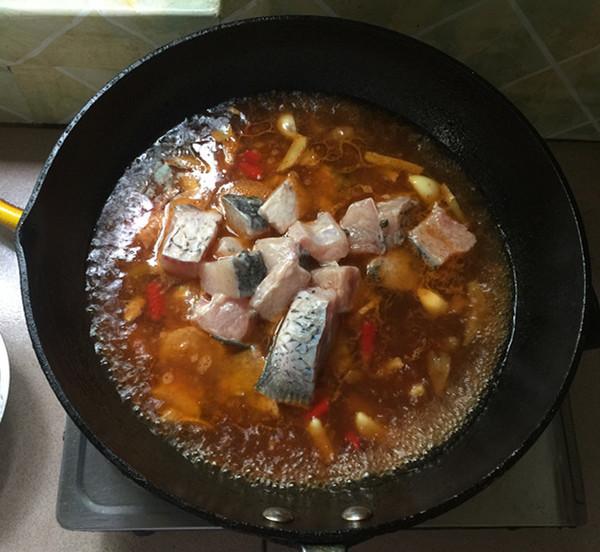 泡椒酸汤豆腐煮鱼怎样煸