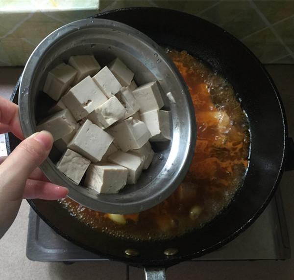 泡椒酸汤豆腐煮鱼怎样做