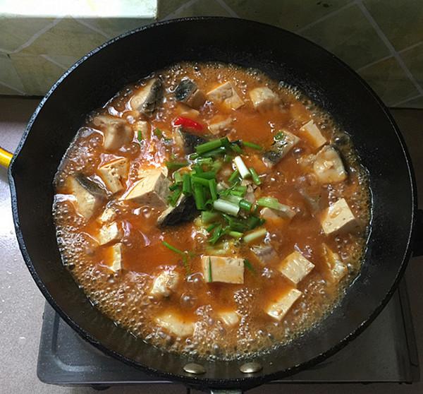 泡椒酸汤豆腐煮鱼怎样炖