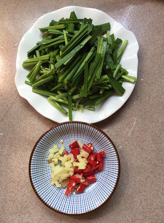 韭菜炒鸭血怎么吃