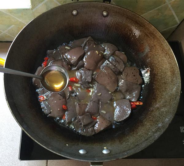 韭菜炒鸭血怎么煮