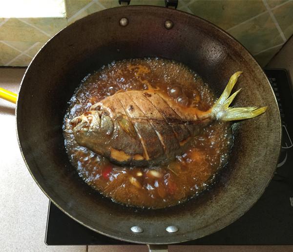 黄豆酱烧鲳鱼怎么煸