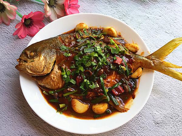 黄豆酱烧鲳鱼成品图