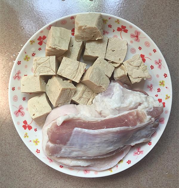 五花肉炖酸菜冻豆腐的做法图解