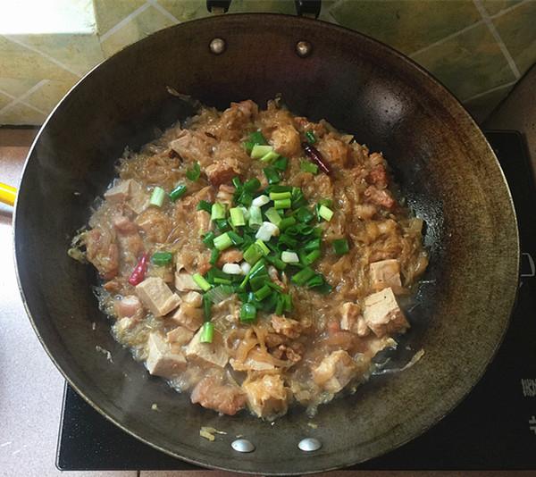 五花肉炖酸菜冻豆腐怎样煮