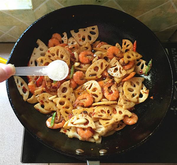 麻辣藕片虾怎样煮