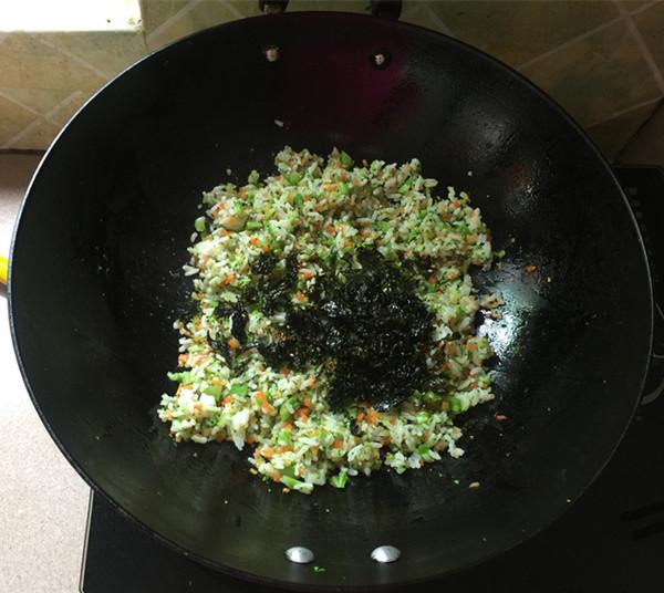 明太鱼籽海苔饭团怎么煸