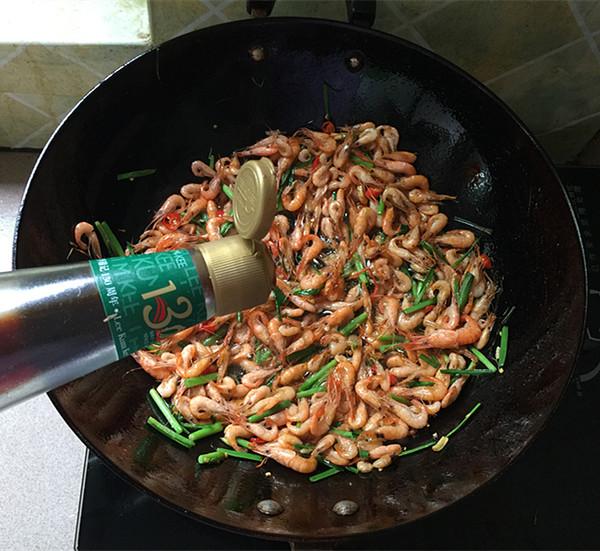 韭菜小河虾怎么煸