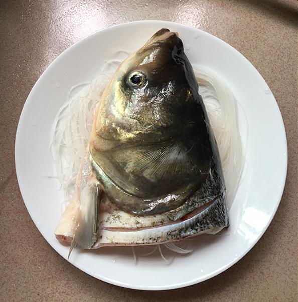 粉丝蒸剁椒鱼头的简单做法