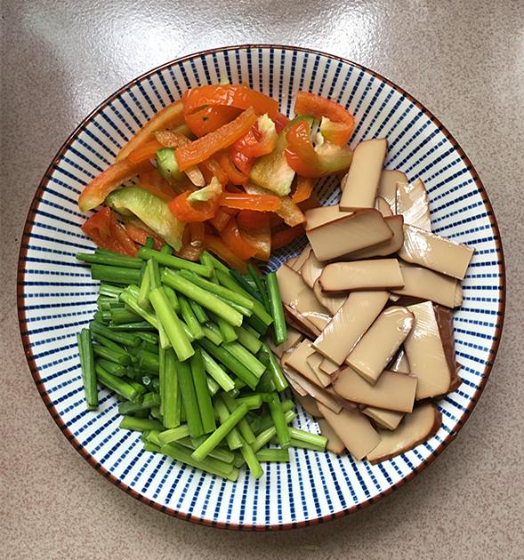 韭菜苔炒鸡蛋干的做法图解