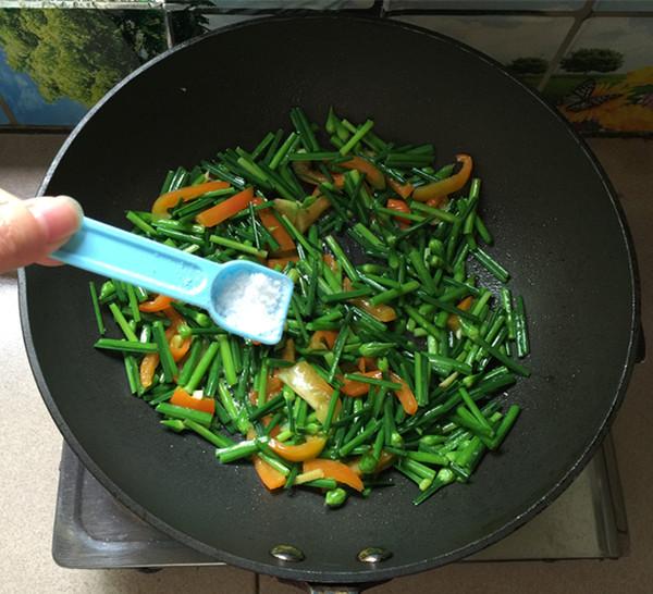 韭菜苔炒鸡蛋干怎么炒