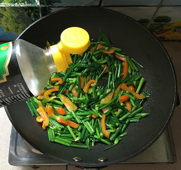 韭菜苔炒鸡蛋干怎么做