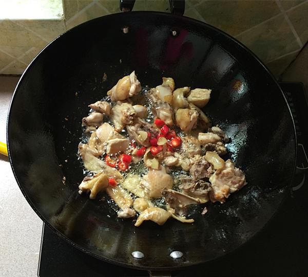 熏豆干焖烧鸡块怎么做