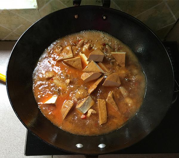 熏豆干焖烧鸡块怎么煮