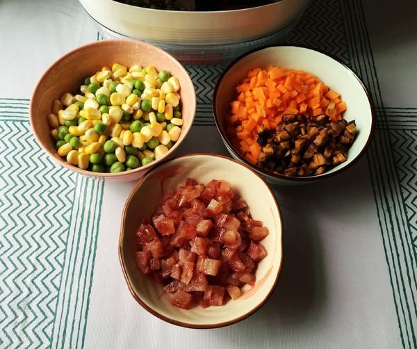 五彩腊肠饭的家常做法