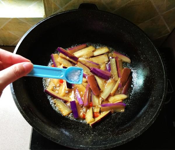 蚝油茄条的步骤