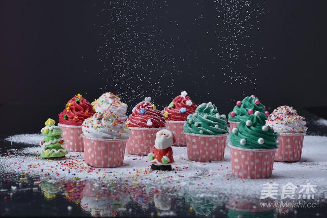 圣诞纸杯蛋糕成品图