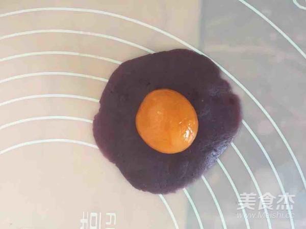 蛋黄酥(奶香紫薯馅)怎么吃