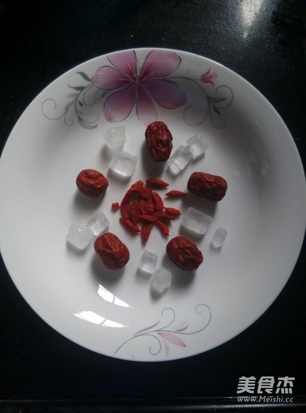 冰糖红枣炖燕窝的做法图解