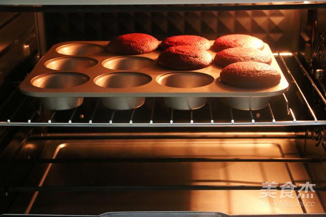 红丝绒杯子蛋糕的制作