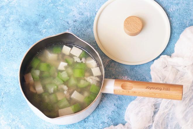 丝瓜香菇肉片汤的制作