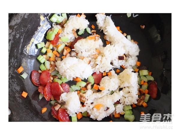 香肠炒糯米饭的简单做法