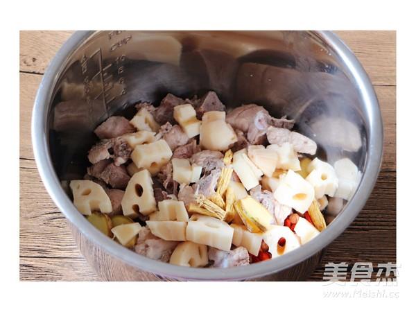 花生莲藕猪骨汤的简单做法