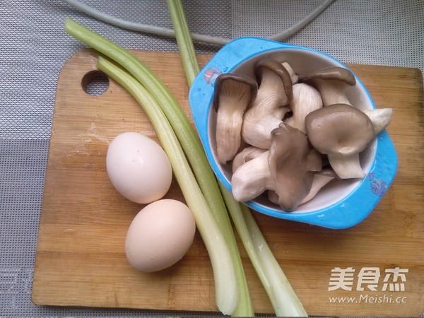 西芹平菇炒鸡蛋的做法大全