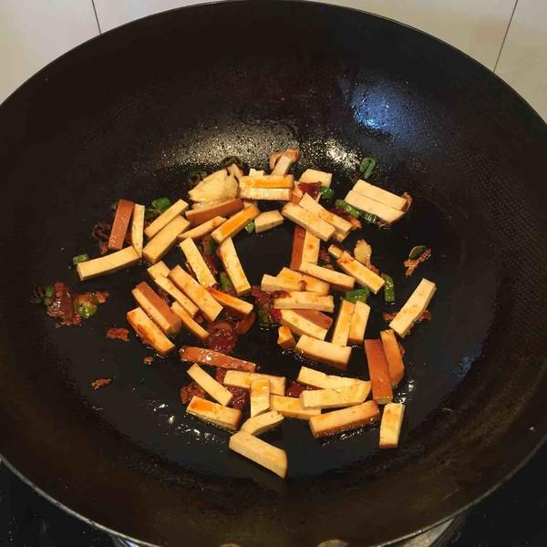 豆腐干炒韭菜怎么炒